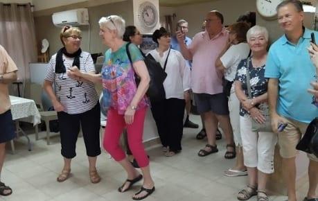 Meir Panim Celebrates 92 Year Old Woman