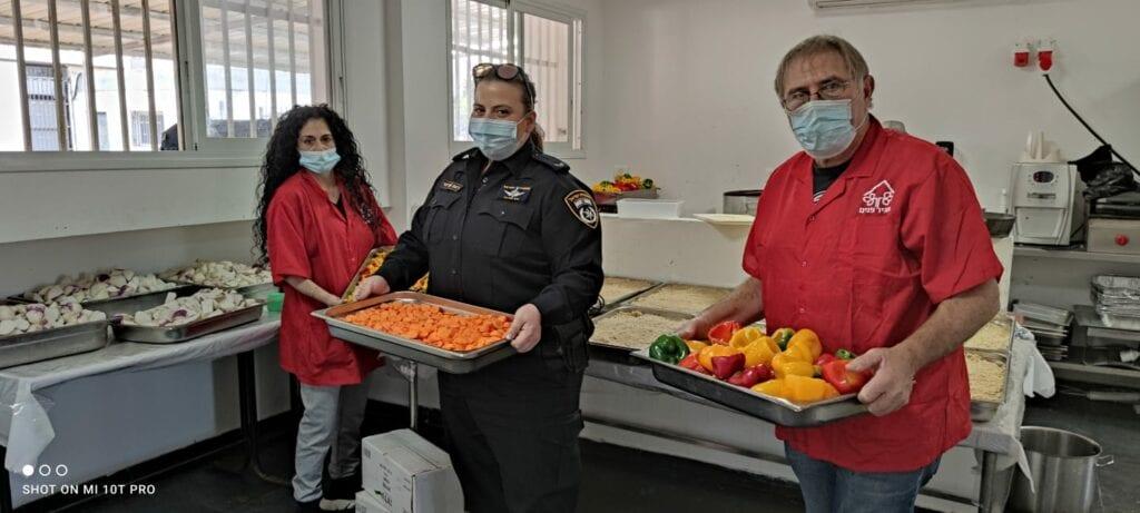 Israeli Police help at Ohr Akiva